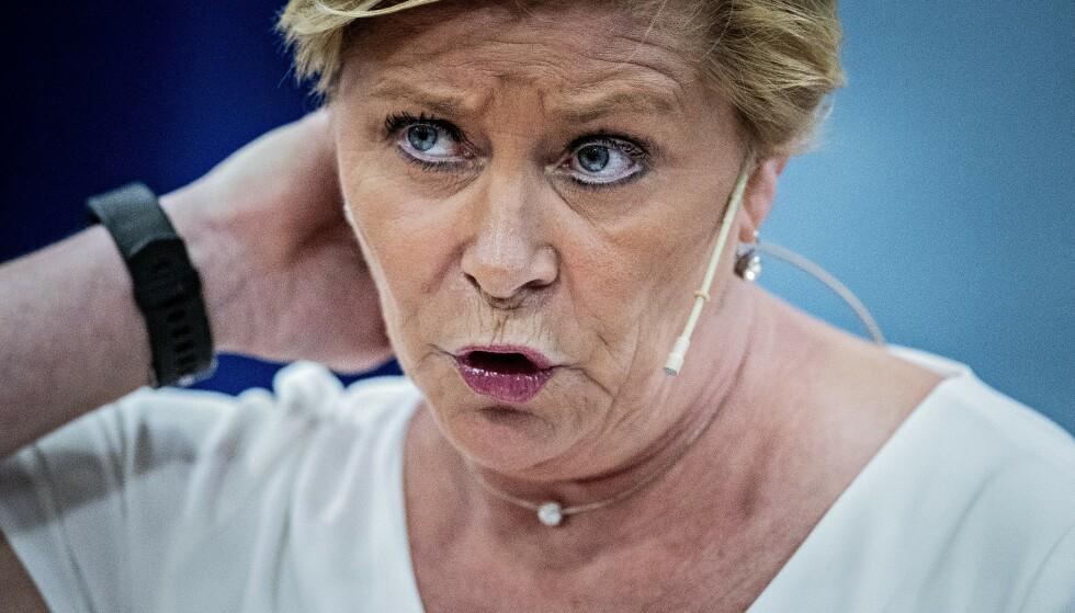 PRESSET ØKER: Frp-leder og finansminister Siv Jensen må sette hardt mot hardt for å få revet bomstasjonene, lyder et voksende krav fra grasrota i Fremskrittspartiet. Foto: Bjørn Langsem