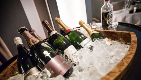 FLYTENDE FRANSK: Det vrimler av gode, franske viner på restaurant À L'aise