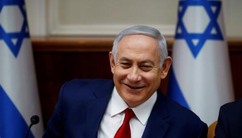 FORNØYD STATSMINISTER: Benjamin Netanyahu har klart å tvinge den israelske tv-kanalen Kanal 11 i kne. Foto: Ronen Zvulun/Reuters/NTB Scanpix