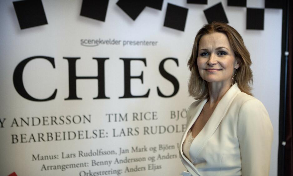 TILBAKE FOR FULLT: I fjor måtte Karoline Krüger ta et års pause, fordi ektemannen Sigvart Dagsland ble alvorlig skadd i en trafikkulykke. Jeg gleder meg til bli med musikalen «Chess», sier hun. Foto: Anders Grønneberg