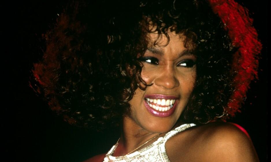VAKKER OG TALENTFULL: Sangeren Whitney Houston nådde et høydepunkt i karrieren da hun spilte i filmen «The Bodyguard» med Kevin Costner. Samtidig slapp hun låta «I will always love you». Foto: NTB Scanpix