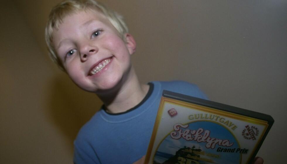 Barn tester spill til jul.  Emil Bergstrøm testet fire spill, men Flåklypa er fremdeles favoritten. Selv om 3D-brillene ikke var noen suksess. Foto Jon R. Hammerfjeld