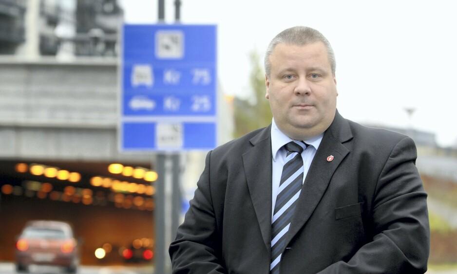 BOMPENGEBONANZA: Stortingsrepresentant Bård Hoksrud (Frp) lovte at alle bomstasjoner skulle være borte med Frp i regjering. I stedet betaler nå nordmenn mer enn noensinne. Nå ønsker Frp å fjerne alle sammen ved å ta penger fra Oljefondet. Foto: Vidar Ruud, ANB / ALL OVER PRESS