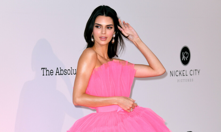 FLOTT: Kendall Jenner strålte på den røde løperen i Antibes torsdag kveld. Foto: NTB Scanpix