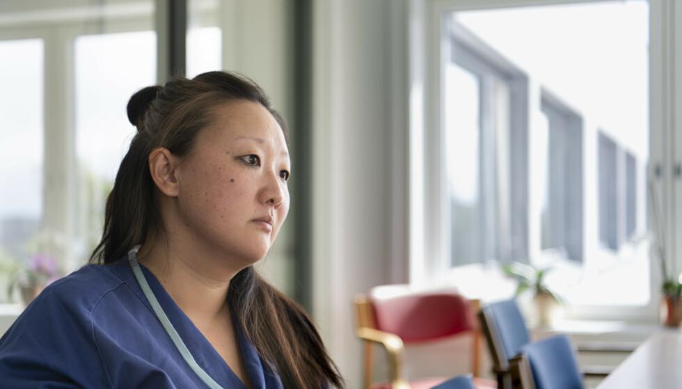Forskjell etter samhandlingsreformen: Sykepleier Linn Braadland sier hun merker at pasientene har blitt dårligere når de kommer til dem fra sykehus.