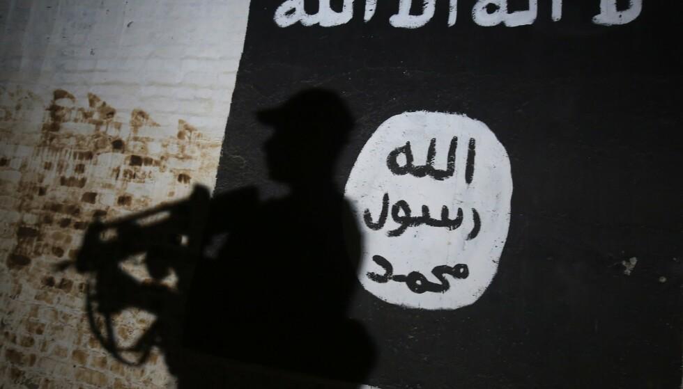DØMT: De tre mennene og kvinnen ble dømt i Irak etter å ha sluttet seg til IS. Foto: Ahmad Al-Rubaye / AFP