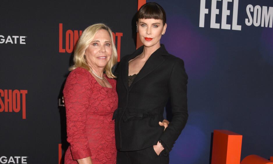 STERKT BÅND: Her er Charlize Theron sammen med moren Gerda på premieren av sin nyeste film Long Shot sist måned. Foto: NTB Scanpix