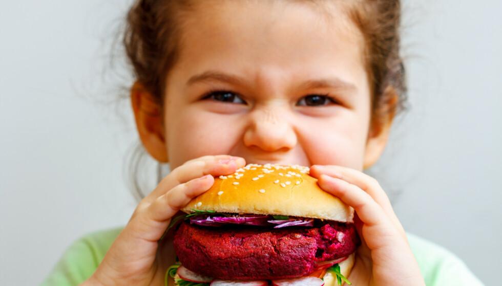 VEGANKOST OG BARN: Et vegansk kostholdsmønster er 100 prosent plantebasert. Foto: Shutterstock / NTB scanpix
