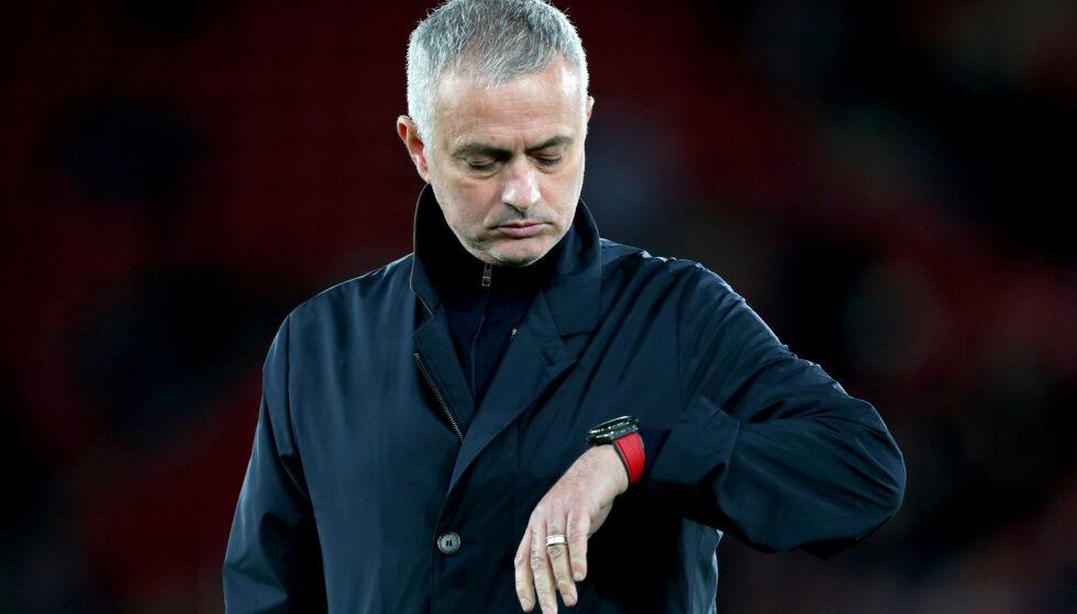 KLOKKA TIKKER: Manager José Mourinho (56) står fortsatt uten trenerjobb etter at han tok farvel med Manchester United desember i fjor. Foto: NTB Scanpix