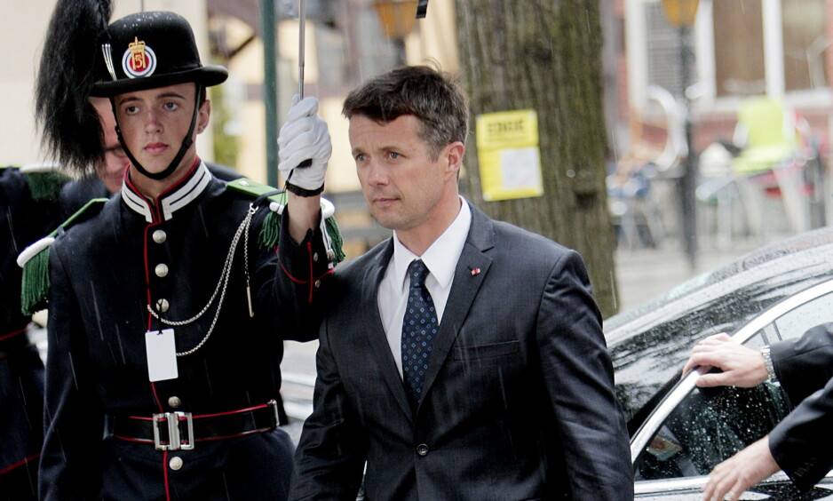 SKADET: Kronprins Frederik har pådratt seg en skiveprolaps. Foto: NTB Scanpix