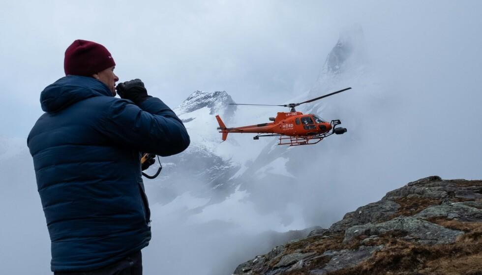 DYRT UTSTYRT: Helikoptre med spesialrigger filmet Litjfjellet fra lufta. Foto: Svein Ivarsen / Relevant Film