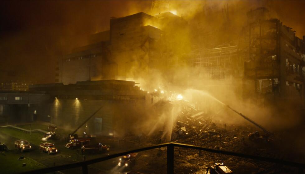 REAKTOR FIRE: Klokka 01.23.48 den 26. april 1986 eksploderte reaktor fire ved Tsjernobyl-kraftverket i daværende Sovjetunionen. Foto: HBO Nordic