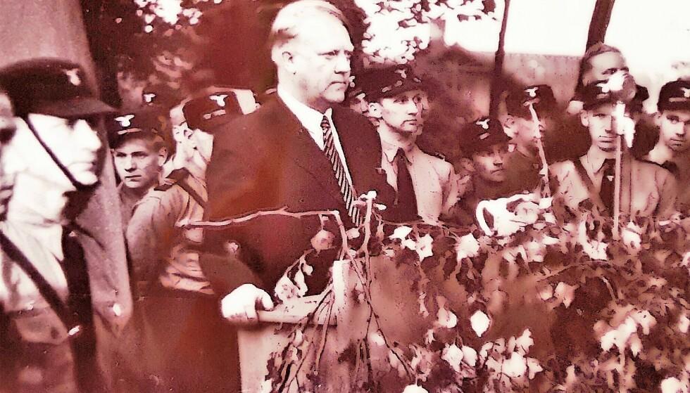 BLANT SINE EGNE: Vidkun Quisling fotografert på et NS-møte i løpet av 30-åra. På folkemunne bar han kallenavnet «Major Pepper», på grunn av det uoppklarte «pepperoverfallet». Foto: RIksarkivet
