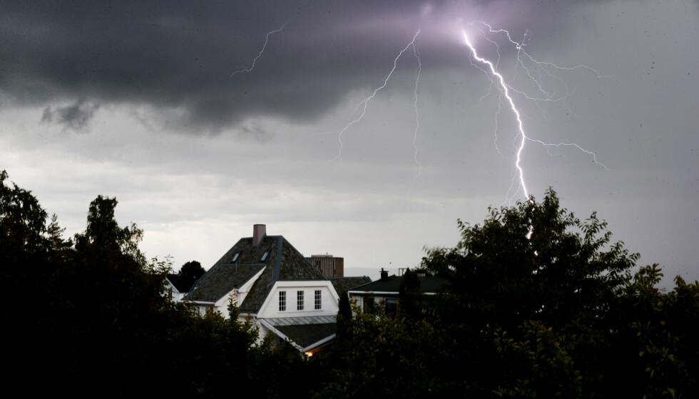BRAKER LØS: Ifølge meteorologen er det mye nedbør som skal passere Norge de neste dagene. Foto: Håkon Mosvold Larsen / NTB scanpix