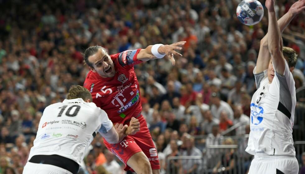 TAPTE: Kent Robin Tønnesen og Veszprém måtte nøye seg med sølv i mesterligafinalen. Foto: INA FASSBENDER / AFP / NTB Scanpix