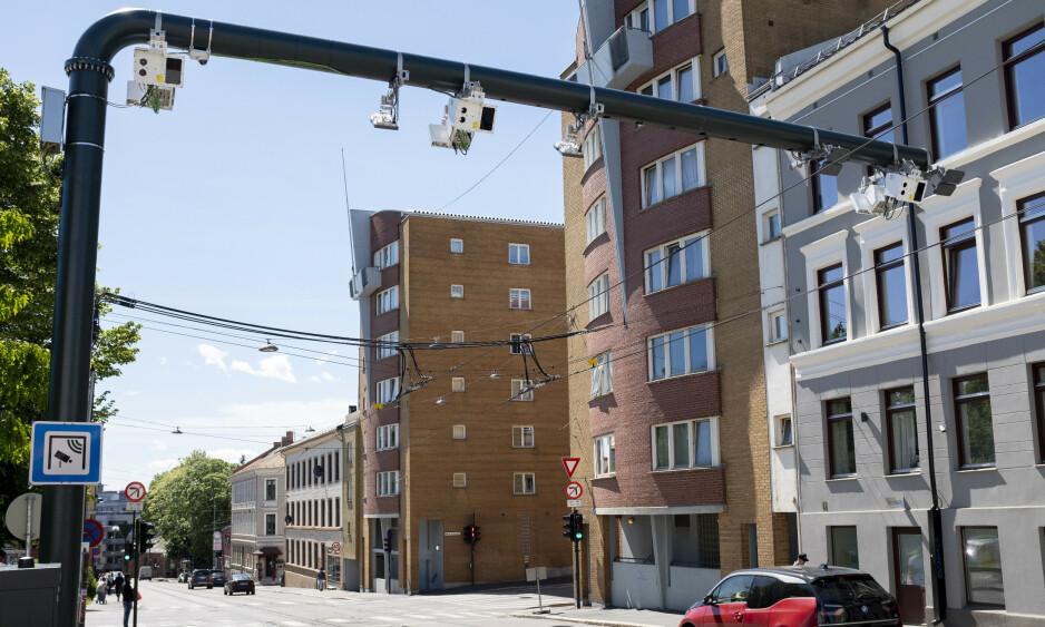 BOMBRÅK: Det er satt opp 53 nye bomstasjoner i Oslo og Folkeaksjonen nei til mer bompenger vokser dramatisk på målingene. Oslo Høyre inviterer nå til samarbeid. Foto: Fredrik Hagen / NTB scanpix