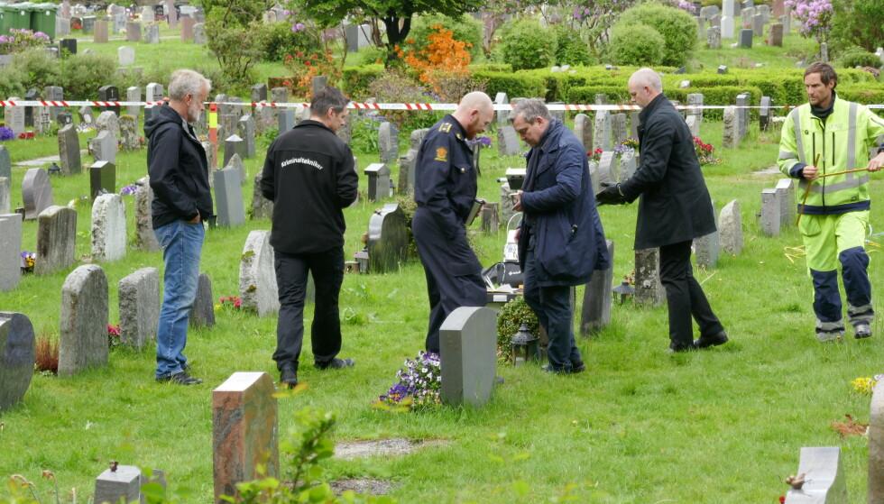NYE SØK: Politiet er mandag morgen tilbake på Øvsttun gravplass for nye undersøkelser i Trine Frantzen-saken. Foto: Leif Stang / Dagbladet