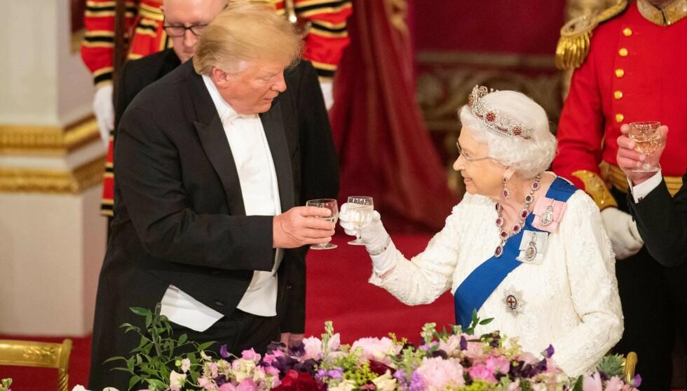 DISKRET STIKK: Dronning Elizabeth minnet president Donald Trump på at de felles institusjonene må stå sterkt. Foto: Dominic Lipinski / POOL / AFP
