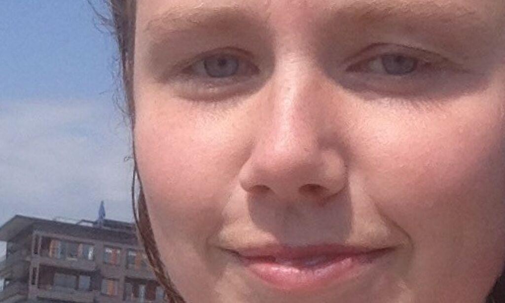 Christa (24) badet toppløs - ble bedt om å kle på seg