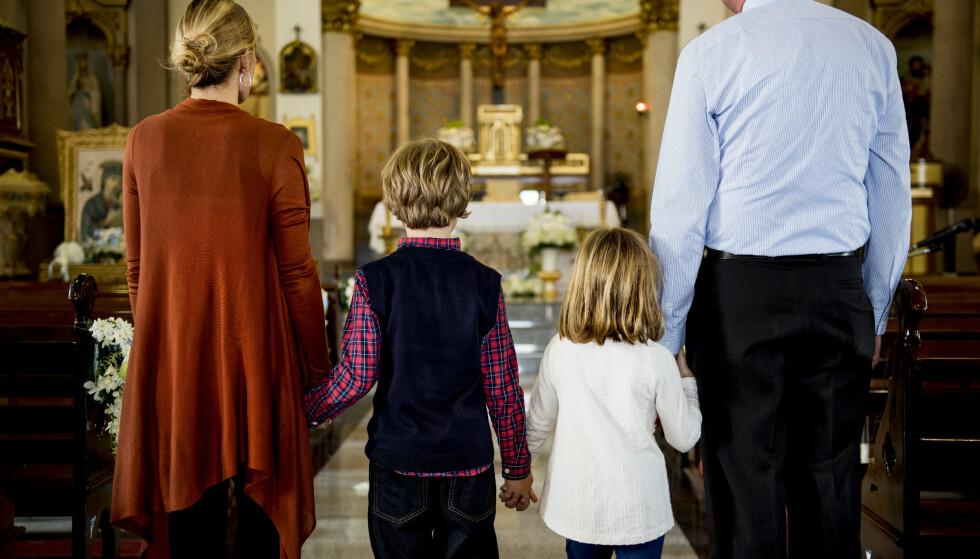 TRYGG TRO: All forkynnelse og formidling må tilpasses tilhørernes alder. Vi vil ikke holde tilbake det vi tror er sant, men det mest sentrale er å gi barn en trygg tro på Gud, skriver innsenderne. Foto: Shutterstock