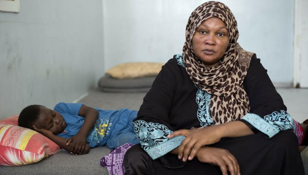 ALENE: Tobarnsmoren Aïcha flyktet fra Sierra Leone. Alle slekningene er døde. Foto: Johann Persson