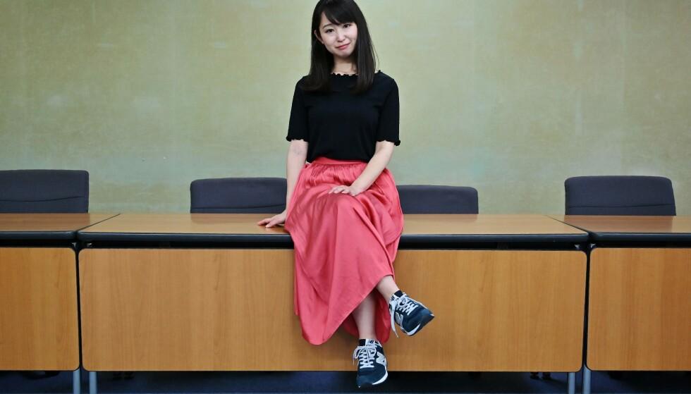 PROTESTERER: Yumi Ishikawa startet underskriftskampanjen mot høye hæler på jobb. Her under en pressekonferanse i juni. Foto: AFP/ Charly Triballeau