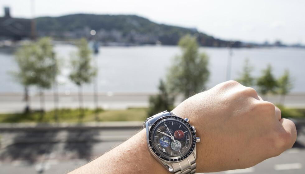 TIDSFRI SONE: Innbyggerne på Sommarøy mener at midnattssola gjør at de ikke trenger å vite hvilken tid på døgnet det er. Foto: NTB Scanpix