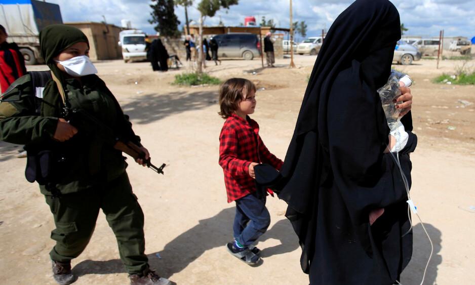 DET ER MULIG: At fem foreldreløse barn nå er hentet ut av Syria, viser at det er mulig å også hente hjem barn som har mødre i live, skriver innsenderen. Foto: Ali Hashisho / Reuters / NTB Scanpix