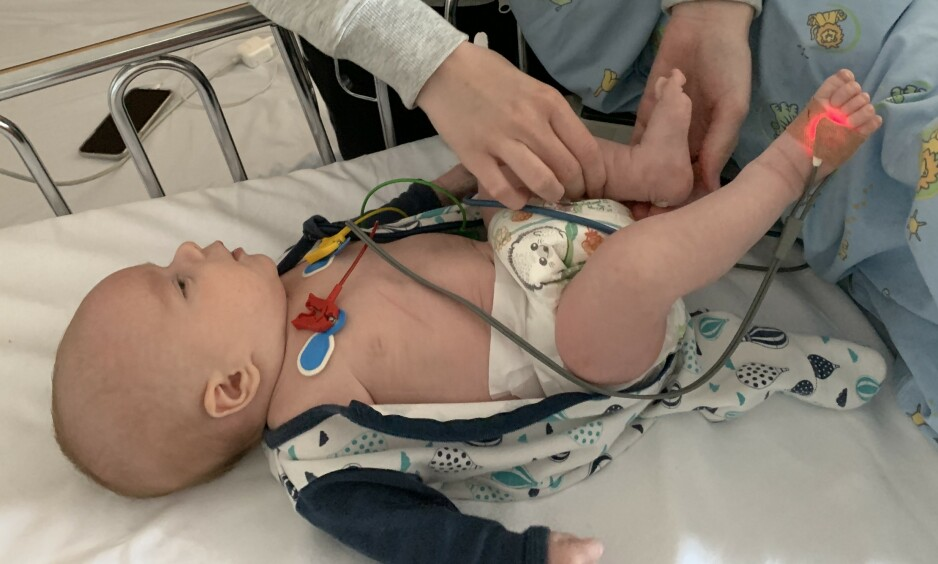 SYKEHUS: To måneder gamle Julian Edgar måtte på sykehuset torsdag kveld. Han ble dårlig etter å ha drukket vannet i Askøy. Foto: Privat