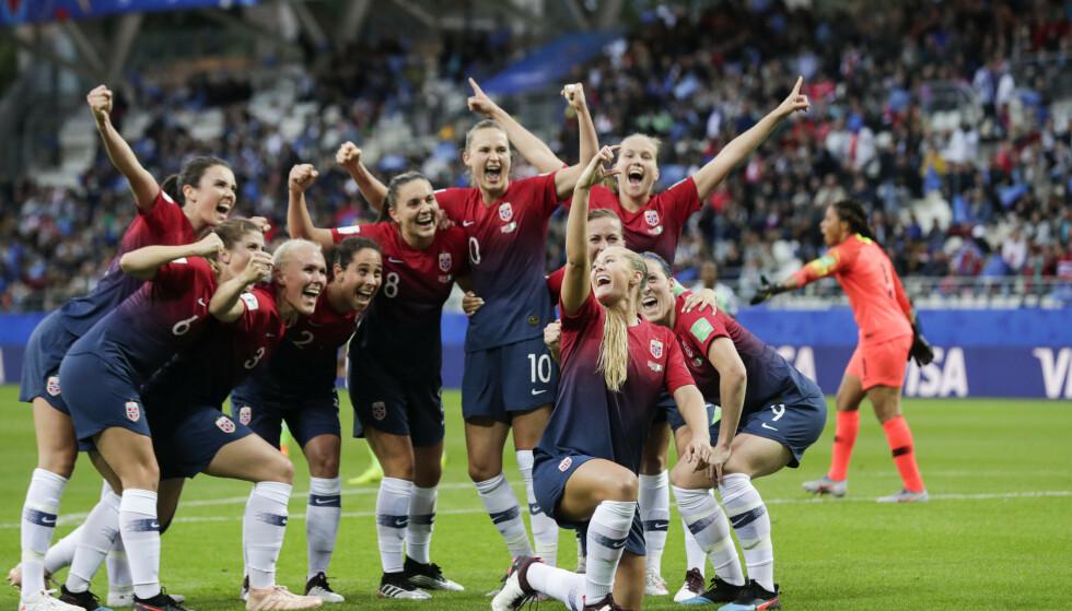 GI OSS MER Å JUBLE FOR: VM ble en resultatmessig suksess for de norske fotballjentene. Det er enda en grunn til å se kritisk på det offensive spillet. FOTO: Stian Lysberg Solum / NTB scanpix
