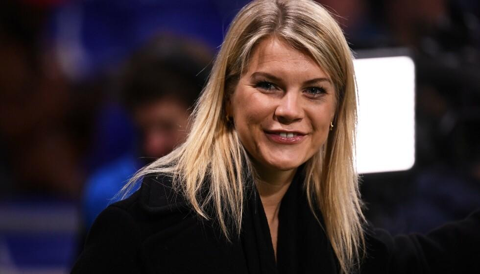 UTE: Ada Hegerberg har en litt annen rolle under årets mesterskap. Den norske fotballstjerna deltar på fransk tv under kampene. Foto: Franck Fife / AFP