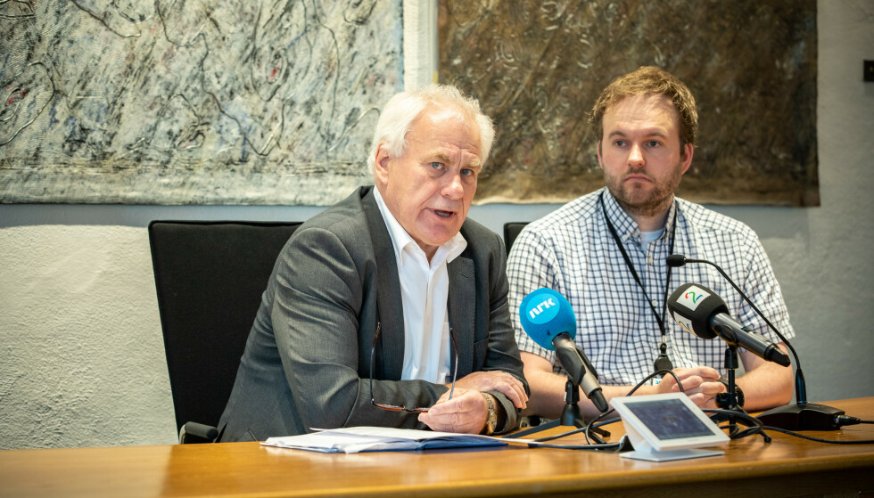 ASKØY: varaordfører Bård Espelid og smittevernlege Arild Iversen på pressekonferansen. Foto: Eivinbd Senneset.