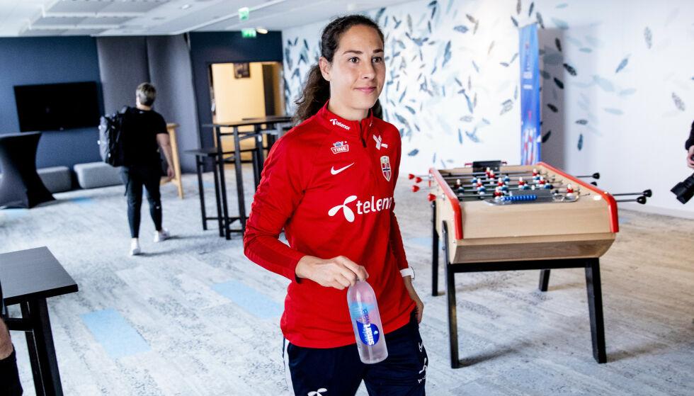 FYSIOTERAPEUT: Ingrid Moe Wold jobber som fysioterapeut ved siden av å spille på landslaget. Foto: John T. Pedersen