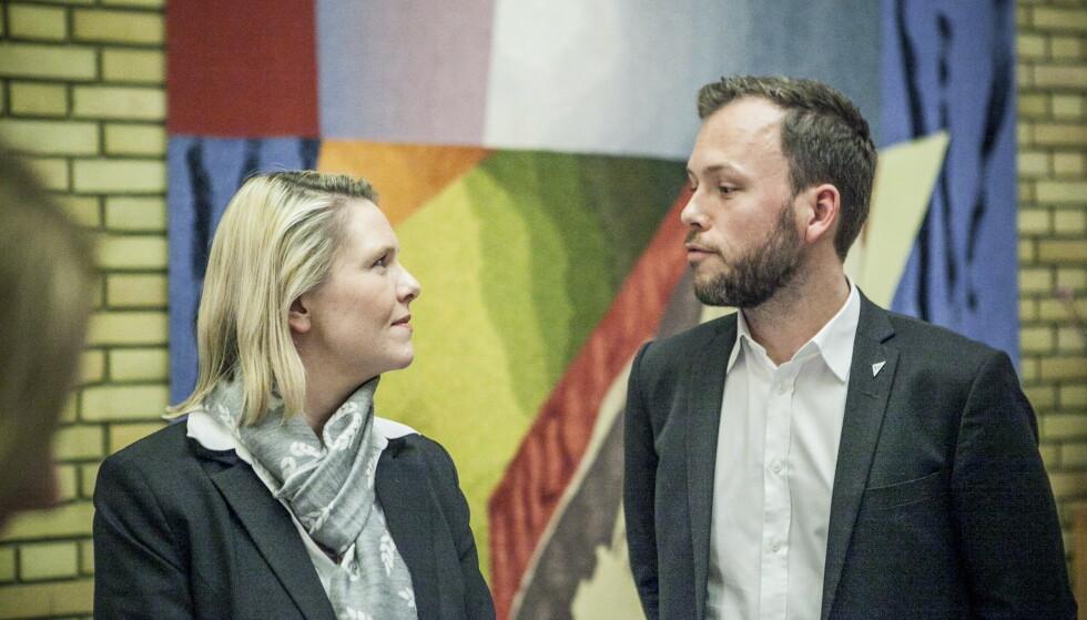 HYKLERI: SV-leder Audun Lysbakken mener Sylvi Listhaug og Frps forslag om egenbetaling for skolemat avslører et «nivå av hykleri». Her er de to fanget i en tidligere duell i vandrehallen på Stortinget. Foto: Christian Roth Christensen