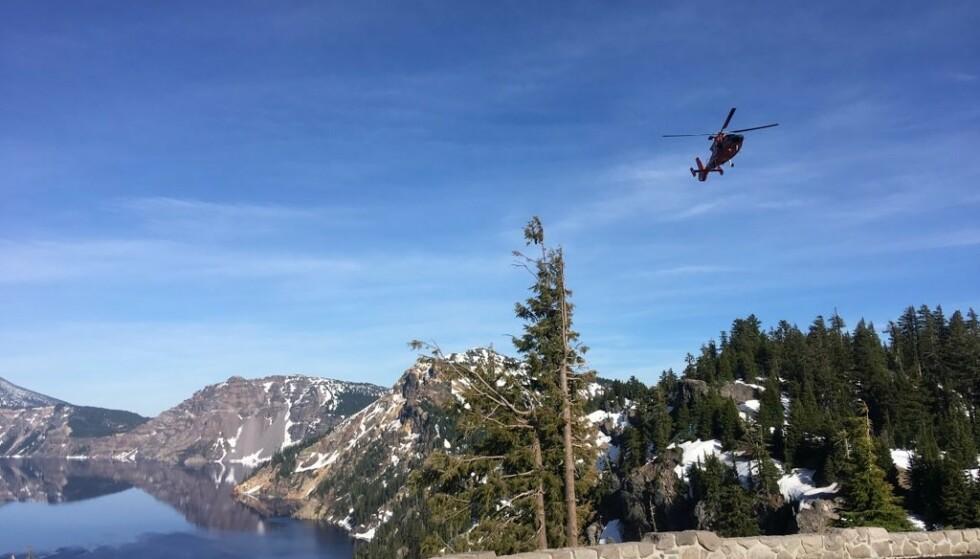 FALT 250 METER: En turgåer falt nesten 250 meter ned i et vulkankranter i Oregon mandag. Foto: Den amerikanske kystvaktens, 13. distrikt.