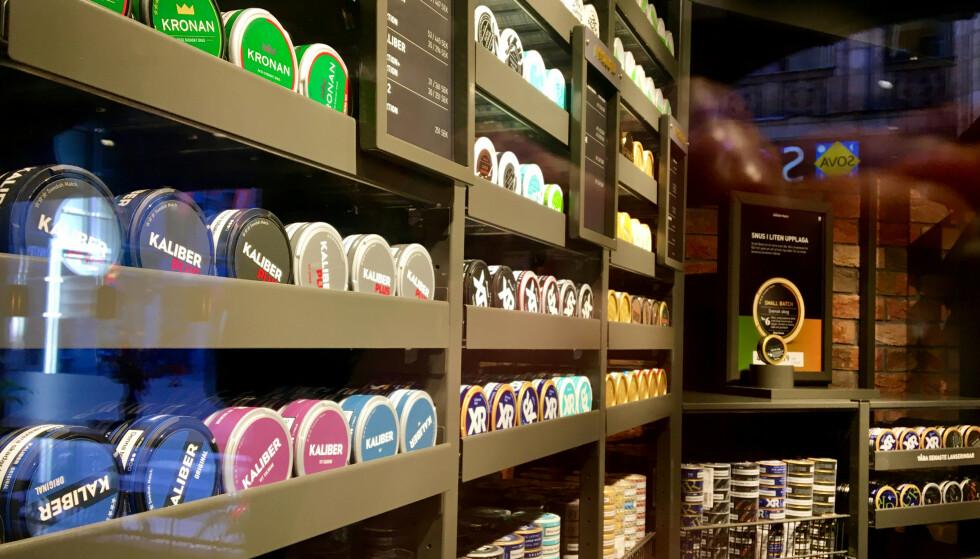 FORBUD: Arbeiderpartiet ønsker forbud mot smakstilsetning i snus. Det vil gjelde om lag halvparten av all snusen som selges i Norge. Her fra Swedish Matchs snusbutikk i Stockholm. Foto: Anna Ringstrom / Reuters / NTB Scanpix