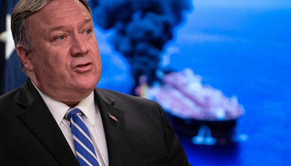 <strong>INGEN RØYK UTEN ILD:</strong> USAs utenriksminister Mike Pompeo legger fram det han sier er bevis for at Iran sto bak angrepene denne uka mot to oljetankere i Persiabukta. Foto: AFP / NTB Scanpix