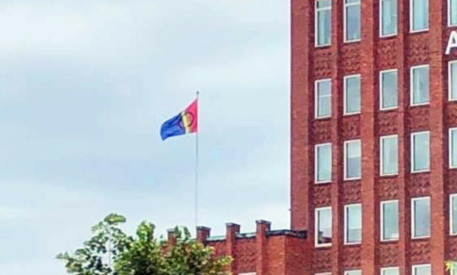 HEISTE FEIL FLAGG: Det gikk galt da Arbeiderpartiets hovedkontro skulle markere årets Pride-festival. Foto: Tipser