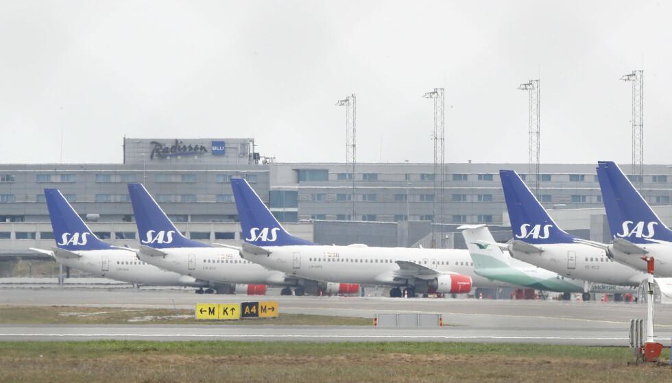 PÅ BAKKEN: SAS har satt mange av sine fly på bakken etter at pilotene har gått ut i streik. Flyene er parkert på; Gardermoen Foto: Terje Pedersen / NTB scanpix