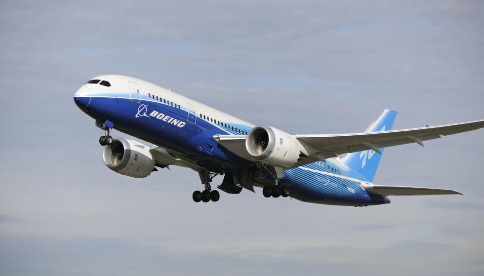 BRANNSLOKKE-«BUG»: Boeing har sendt ut varsel til flyselskaper som har flytypen 787 Dreamliner i flåten. Varselet handler om en potensiell svikt med en bryter som skal sørge for slokking ved brann i motoren. Foto: Rex Shutterstock / NTB Scanpix