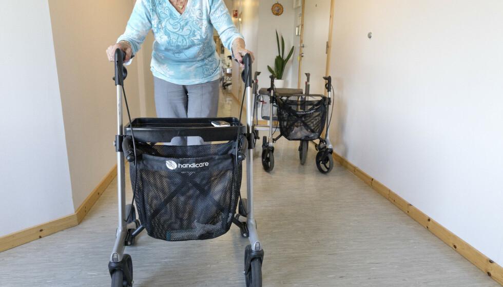 Flykter: Spaltist Jarl Wåge tør ikke lenger bo i Oslo. Her en eldre dame med rullator. Foto: Gorm Kallestad / NTB scanpix