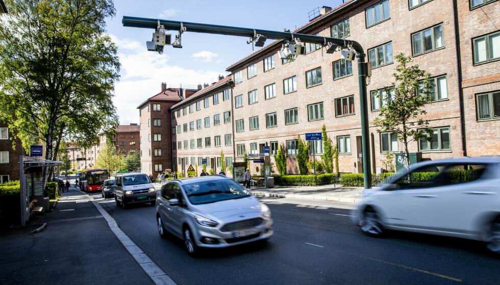 HURRA: 83 bommer gjerder inn hele Oslo, og jeg elsker hver eneste av dem. Det er blitt billigere og mer rettferdig, skriver Anders Grønneberg i denne kommentaren. Her ser vi bommen ved Carl Berners plass i Oslo. Foto: Christian Roth Christensen
