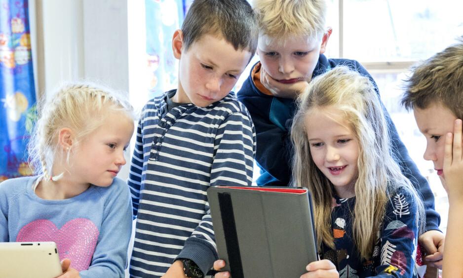 TA ANSVARET: Følg med på hva ungdommen din driver med på sosiale medier. Vær nysgjerrig, men også en tydelig voksen, skriver innsenderen. Foto: Gorm Kallestad / NTB Scanpix