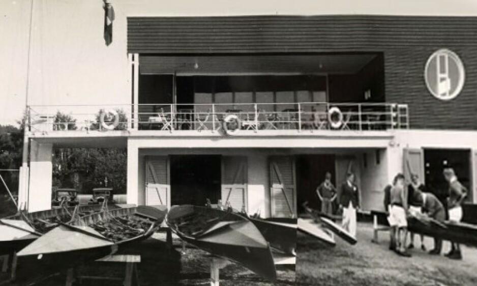 HEMMELIG KLUBB: På 1950- og 60-tallet arrangerte Det norske forbundet av 1948 fester i lokalene til Ormsund roklubb, som lå på Ormøya utenfor Bekkelaget i Oslo. Diskresjon var svært viktig. Får å komme inn måtte man være medlem eller ha en anbefaling fra medlemmer. Foto: Ormsund roklubb 1935, Oslo museum. Byhistorisk samling.