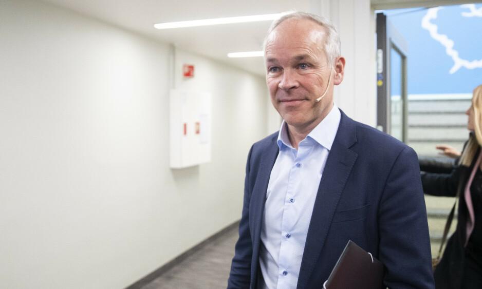 GÅR BEDRE: Kunnskaps- og integreringsminister Jan Tore Sanner skryter av de siste tallene for introduksjonsprogrammet. Foto: Berit Roald / NTB scanpix
