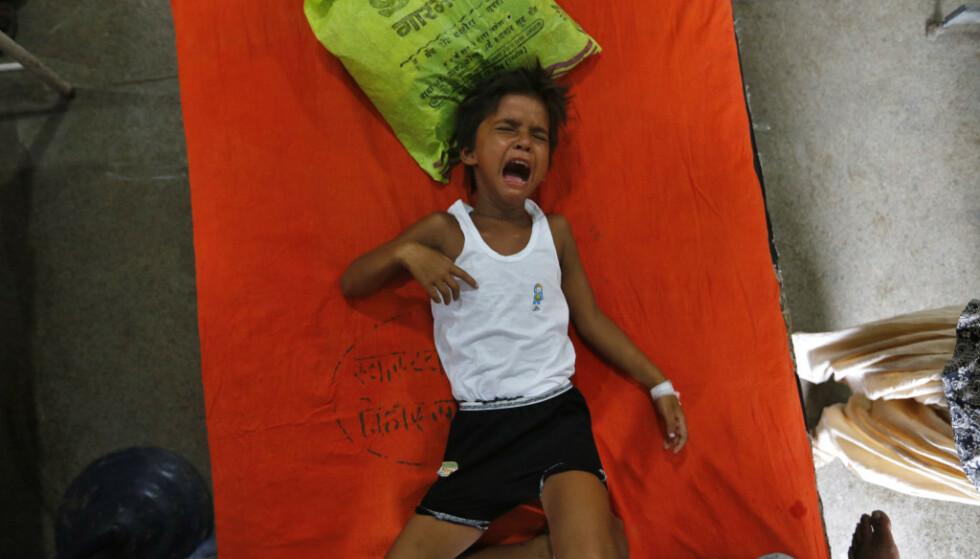 MYSTISK SYKDOM: Over 100 barn har dødd av en mystisk betennelse eller infeksjon i hjernen i løpet av de siste ukene. Bildet er fra et av utbruddene i 2017. Foto: REUTERS/Adnan Abidi / NTB Scanpix/