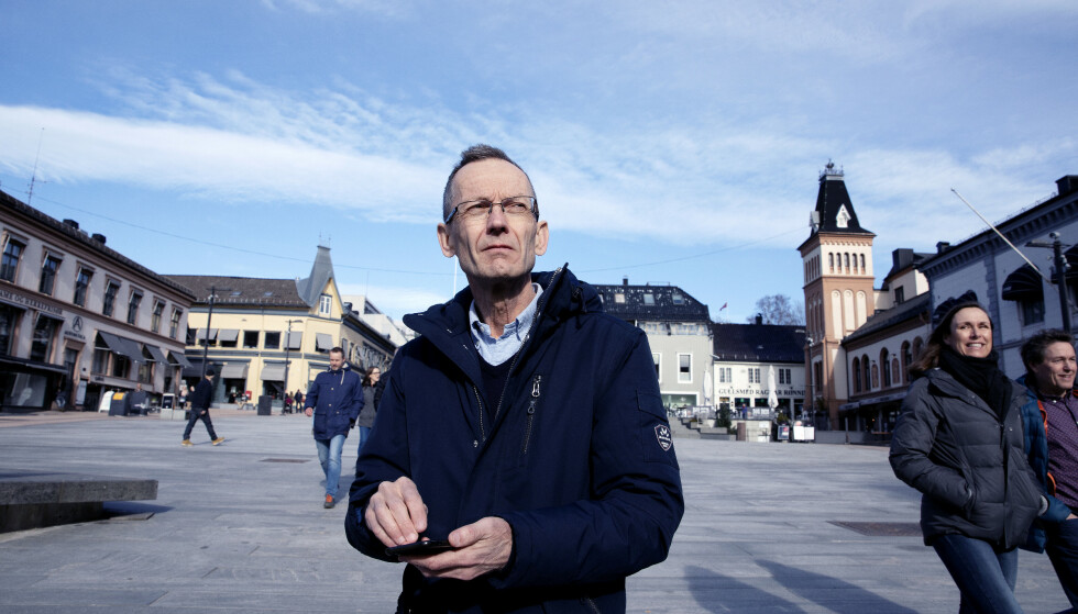 FEDMEEKSPERT: Professor Jøran Hjelmesæth og tre andre kostholdseksperter forteller hva de spiser i løpet av en dag. Foto: Kristin Svorte