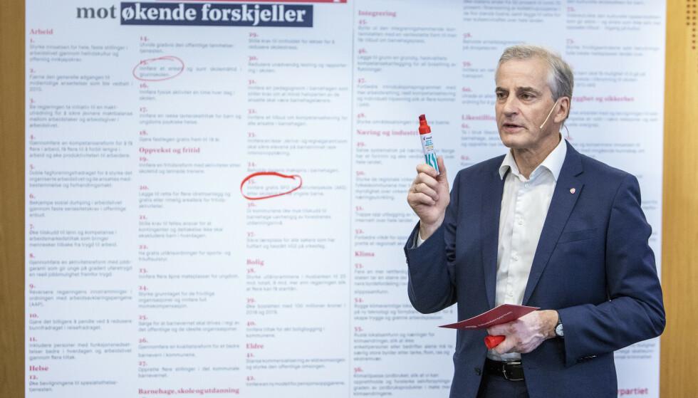 ØKT ULIKHET: Jonas Gahr Støre med lista over 83 tiltak mot økte forskjeller. I dag behandler Stortinget revidert nasjonalbudsjett. Ap og resten av opposisjonen anklager regjeringen for å øke forskjellene, bruke for mye oljepenger og skyve regninga foran seg. Foto: Ole Berg-Rusten / NTB Scanpix