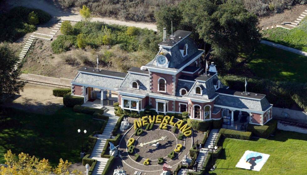 31 MILLIONER: Neverland-ranchen, som nå heter Sycamore Valley Ranch, ligger ute til salgs igjen. Dette er bygningens togstasjon. Foto: Stuart Cook/REX/NTB Scanpix