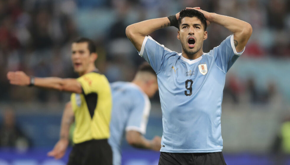 FRUSTRERT: Uruguay-stjerna Luis Suarez. Foto: AP Photo/Edison Vara